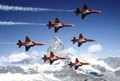 La Patrouille Suisse over Lauberhorn in their soon to be retired Northrop F-5 Tigers.