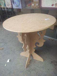 Mesa redonda de canto para você customizar.