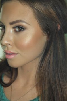 Get a natural contoured look by adding a shimmer highlighter. Recreate this look with Flawless Face Airbrush Makeup in Medium Fair Skin Foundation Set with a Gold highlighter Shimmer color to highlight the cheeks. http://www.flawlessfacebeauty.com