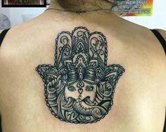 Mano de Fátima Hamsa tattoo Elefante