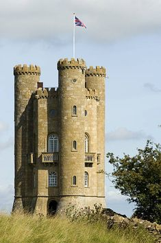 England, Worcestershire, Vale of Evesham. The Broadway Tower an 18th Century folly looks out from the Cotswolds over the Vale of Evesham