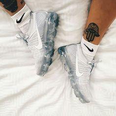 The Vapormax dropped yeasterday, did u cop? @juicegee  .  .  .  #sneakernews #cortez #yeezy #amsterdam #v2 #gold #hypebeast #highsnobiety #snobshots #hypebae #nicekick #onfeet #kicksdaily #champion #photgraphy #crepecity #sneakercon #adidas #bae  #airmax #onygo #vlone #nike #af1 #girl #vapormax #asap #97