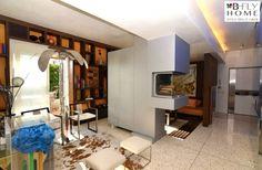 Proponiamo a Milano, Via Fabio Filzi, fantastico ed ampio appartamento di circa 140mq posto al 7° piano corredato da un bel terrazzo al piano di 30mq. Completamente ristrutturato e finemente arredato con materiali di pregio. In vendita a €980.000.