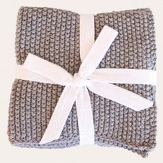 Luxuriously soft, breathable and absorbent, our Mini Moss Stitch Facecloths come in a bundle of 2, perfect for your daily cleanse and a lovely gift.