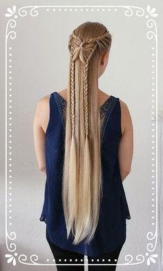 Trenzas Ėlficas. Very long hair in a butterfly braid