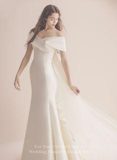 Wedding Girl, Wedding Dreams, Bridal Gowns, Wedding Gowns, Dress Outfits, Fashion Dresses, Korean Wedding, Relaxed Wedding, Korean Dress