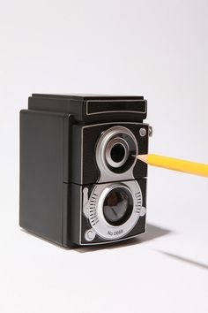 Camera pencil sharpener: I like to use old-school pencils at home, and this vintage camera sharpener would be a cute way to keep them sharp and ready to use. By Urban Outfitters Vintage Camera Decor, Vintage Cameras, Antique Cameras, Vintage Decor, Eclectic Desks, Pencil Sharpener, Design Blog, Creative Design, Creative Ideas