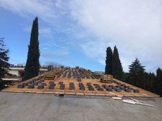 Hoy en día no es solo importante construir tejados de pizarra, hoy en día es importante hacerlo bien, ya que con ello ahorraremos costes y podremos dar un servicio de calidad y con buena garantía. Los aspectos más importantes se pueden resumir en: BASE DEL TEJADO Una buena base es el principio de to Base, Slate Roof, San Jose