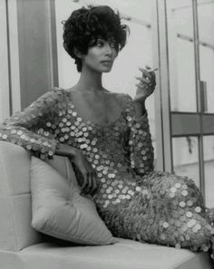 Donyale Luna, the first African-American Cover Girl and is also considered one of the first Black supermodels. I think Raja could do a stunning re-creation of this iconic photo! Image Fashion, Foto Fashion, Fashion Models, 1960s Fashion, Fashion Shoot, Luna Fashion, Models Style, Vogue Models, Fashion 2015