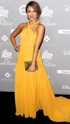 Jessica stuns in a yellow chiffon Giambattista Valli criss cross halter dress with key hole! Gorgeous yellow color and I love how it pops against her skin! Beautiful Lee Savage box clutch.