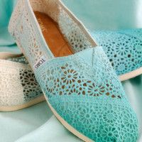 Dip Dye Crochet Ombre TOMS Shoes - I want to do this! (This link is no good. Watch tutorial on you tube)