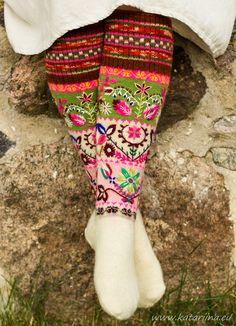 Knit Mittens, Knitting Socks, Crochet Woman, Knit Crochet, Laine Rowan, Old Sweater Diy, Embroidery Patterns, Knitting Patterns, Japanese Embroidery