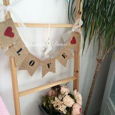 Love banner, kırmızı siyah çok yakıştı  #evim #evimizin #eviminmisköşeleri #banner #bunting #burlap #dekorasyon #dekorasyonfikirleri #dekoratif #home #homedecor #homesweethome #sweet #sweethome #mutluakşamlar #gününsunumu #likeforlike