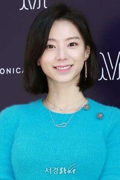 Park Soo Jin Tersenyum Park Soo Jin, Kdrama, Actresses, Fashion, Female Actresses, Moda, Fashion Styles, Fashion Illustrations