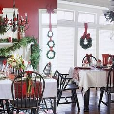 Simple yet cute Christmas party table theme  homedit.com