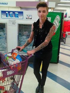 Ok I will fully admit that I am not a fan of BVB. But come on! You cannot deny that Andy Biersack is freaking adorable.... :3