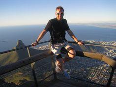 Michael Raab (Ultra Trailrunner): Kapstadt ist einfach genial. Während in Europa das Wetter immer schlechter wird, kommt unten das Frühjahr und der Sommer. Also perfekte Trainingsbedingungen am Tafelberg. Plus ebenso perfekt organisierte wie unkomplizierte Wettrennen am Wochenende. Auf jeden Fall auch die Trails in den Winelands ausprobieren. Absolut genial eine Vollmondnacht im Schlafsack auf dem Lion's Head mit Blick auf die Stadt! #xbionic #fanstories