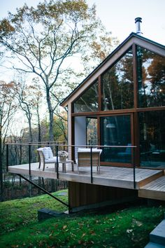 Die Architecture & Haus Hudson Woods: Sustainable Modern Cabins Offer an Escape from NYC Your Own Ho Home Modern, Modern Houses, Modern Cabins, Modern Wood House, Small Modern Cabin, Rustic Cabins, Luxury Houses, Cabins In The Woods, House In The Woods