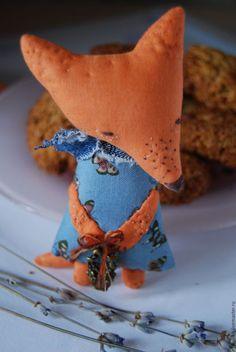 Купить или заказать Лисичка с рыбкой))) в интернет-магазине на Ярмарке Мастеров. текстильные лисы и лисички)) натуральные материалы-хлопок, джинса удобный, компактный размер, чтоб поместиться в кармашке, сумке,…