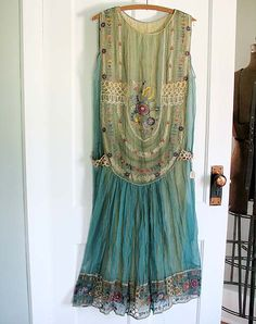 ☯☮ॐ American Hippie Bohemian Style ~ Boho Summer Gypsy Chiffon Dress! Not sure what this would look like on but looks great Hippie Stil, Estilo Hippie, Hippie Boho, Boho Gypsy, Fashion Moda, Boho Fashion, Vintage Fashion, Fashion Design, 80s Fashion