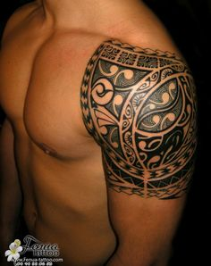 Polynésien tatouage maorie épaule homme                                                                                                                                                     Plus