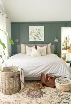 3 Tips for Styling Modern Farmhouse Bedding Have you ever wondered how to layer bedding to acheive a certain style? Here are three easy tips for styling classic modern farmhouse bedding. Modern Farmhouse Bedroom, Home, Bedroom Makeover, Home Bedroom, Bedroom Green, Bedroom Inspirations, Contemporary Bedroom, Modern Bedroom, Interior Design