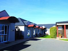 Christchurch Airport Birches Motel New Zealand, Pacific Ocean and Australia Set in a prime location of Christchurch, Airport Birches Motel puts everything the city has to offer just outside your doorstep. The property features a wide range of facilities to make your stay a pleasant experience. Taxi service, daily housekeeping, facilities for disabled guests, Wi-Fi in public areas, car park are on the list of things guests can enjoy. Some of the well-appointed guestrooms featur...
