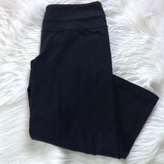 Lululemon cropped leggings Lululemon cropped leggings, good condition no piling in crotch area or anywhere else, no signs of wear lululemon athletica Pants Ankle & Cropped