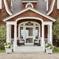 Home Decoration Classic .Home Decoration Classic Building A Porch, House With Porch, French Cottage, Beach Cottages, Curb Appeal, Exterior Design, Exterior Paint, New Homes, House Design