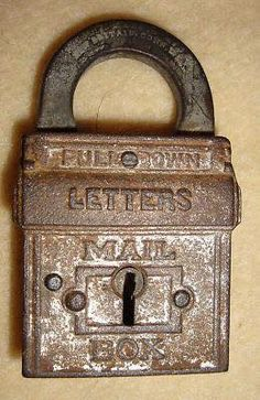 1899 Russell & Erwin U. Mail Box Padlock -- Antique Price Guide Details Page Old Mailbox, Antique Mailbox, Vintage Mailbox, Under Lock And Key, Key Lock, Unique Mailboxes, Antique Keys, Vintage Keys, You've Got Mail