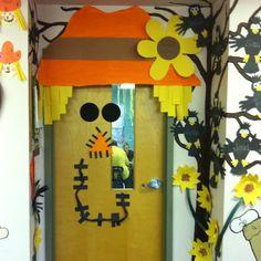 autumn door decorations | Fall door decor | Preschool Crafts and Ideas