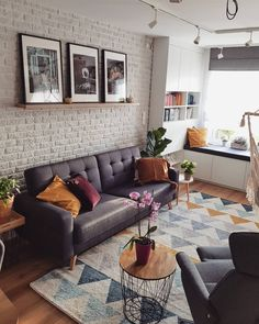 Keep up to date with the latest small living room decor ideas (chic & modern). Find good ways to get stylish design even if you have a small living room. Boho Living Room, Living Room Decor, Apartment Renovation, Home Decor Furniture, Home Fashion, Home Interior Design, House Styles, Paper Craft, Wedding