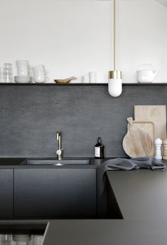 You might have already seen this beautiful black kitchen, we spoke with Nina from Stylizimo and we had to share this beautiful kitchen on the blog.