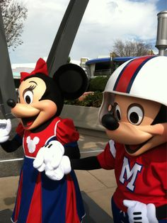 lalalovedisney:  Just watched the Super Bowl parade for Eli Manning! Here's Mickey and Minnie all dressed for the occasion, walking to their meet and greet with Eli!