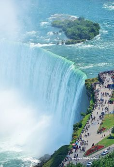 Horseshoe Falls, the largest of the three falls that make up the Great Niagara Falls, Canada