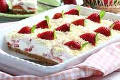 If you& looking for a nostalgic strawberry shortcake recipe, our Icebox Strawberry Shortcake Bars will make you feel like a kid again. The creamy strawberry taste is perfect for an outdoor picnic, a get-together, or as a romantic dessert. No Bake Desserts, Dessert Recipes, Picnic Recipes, Picnic Ideas, Picnic Foods, Pie Recipes, Dessert Ideas, Easy Desserts, Pasta Recipes