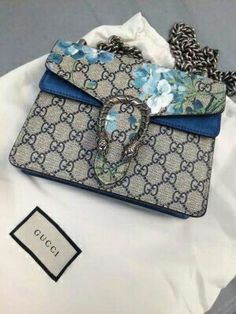 Where to find Gucci, Chanel, and Celine handbags cheaper than retail! Or use my breakdown of the designer purse dupes that are best to score the unchanging luxury look. Popular Handbags, Cute Handbags, Hermes Handbags, Cheap Handbags, Fashion Handbags, Purses And Handbags, Fashion Bags, Handbags Michael Kors, Louis Vuitton Handbags