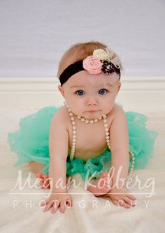 6 mos photo idea...stinkin cute!