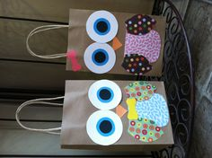 Handmade Owl Party Favor Bags for Look Who's 1 Birthday Party Theme. Could have Kelsey make these! Owl Party Decorations, Owl Party Favors, Party Favor Bags, Owl Themed Parties, Owl Parties, 1st Birthday Party Themes, Birthday Ideas, Decorated Gift Bags, Owl Theme Classroom