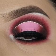 Are you looking for inspiration for your Halloween make-up? Check this out for unique Halloween makeup looks. Halo Eye Makeup, Rave Makeup, Cut Crease Makeup, Eyeshadow Makeup, Makeup Art, 50s Makeup, Pink Eyeshadow, Eyebrow Makeup, Hooded Eye Makeup Tutorial