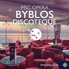 Comfortabele banken en een prachtig uitzicht op de zonsondergang, wat wil je nog meer in een #disco? #MSCOpera #nightclub
