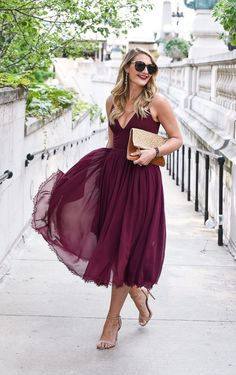 If you're looking for the perfect fall wedding guest dress, here is your guide to showing up stylishly dressed. So many affordable options! #weddingdress #weddingguest #burgundydress #mididress