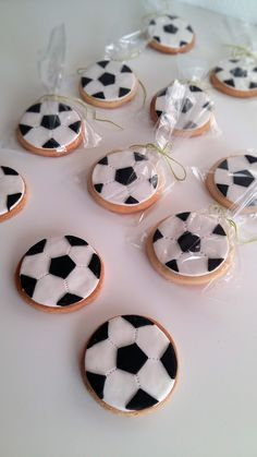 Buy or bake some cookies decorate with icing and add our soccer ball icing images (cupcake size) when dry pop in cellophane bags cute little Soccer party favors ! Soccer Party Favors, Soccer Birthday Parties, Football Birthday, 2nd Birthday, Bolo Original, Soccer Cake, Soccer Treats, Soccer Banquet, Football Cookies
