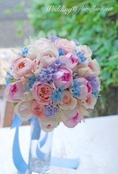 コロンと丸いピンクのバラとサムシングブルー ブルースターのラウンドブーケ delivered to ディスニーアンバサダーホテル PInk roses & blue stars with a sky blue ribbon *TOKYO 東京 FLORAFLORA*precious flowers*ウェディングブーケ会場装花&フラワースクール*