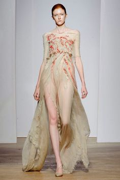 This was the first time I attended the Haute Couture fashion show of promising designer Yiqing Yin. A fascinating collection, where jellyfish-shaped dresses Fashion Week, Runway Fashion, High Fashion, Fashion Show, Fashion Design, Style Fashion, Fashion Online, Yiqing Yin, Christian Dior