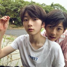 They're brothers tho but still cute ♡ Ulzzang Kids, Korean Boys Ulzzang, Cute Korean Boys, Ulzzang Couple, Pretty Boys, Cute Boys, Kids Cast, Japanese Kids, Jung Hyun