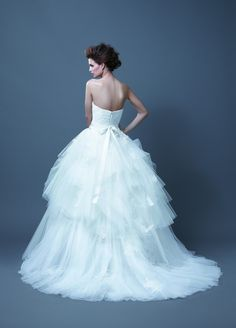 https://flic.kr/p/Cd2tA4 | Trouwjurken | Trouwjurken vintage, Moderne Trouwjurken, Korte trouwjurken, Avondjurken, Wedding Dress, Wedding Dresses | www.popo-shoes.nl