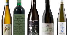 Italia byr på en fantastisk bredde av druesorter og vinstiler. Her er årets beste viner fra støvellandet. Drinks, Bottle, Wine, Drinking, Beverages, Flask, Drink, Beverage