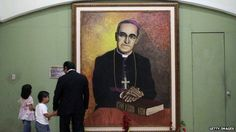 El Salvador celebrates Oscar Romero but divisions remain  People view a portrait of Monsignor Oscar Romero at the cathedral of San Salvador on 26 October 2014