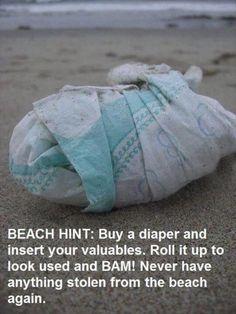 Make an instant diaper decoy beach safe 29 Summer Parenting Hacks That Are Borderline Genius Best Hacks, Mom Hacks, Simple Life Hacks, Useful Life Hacks, Strand Hacks, Beach Fun, Beach Trip, Beach Ideas, Beach Bonfire